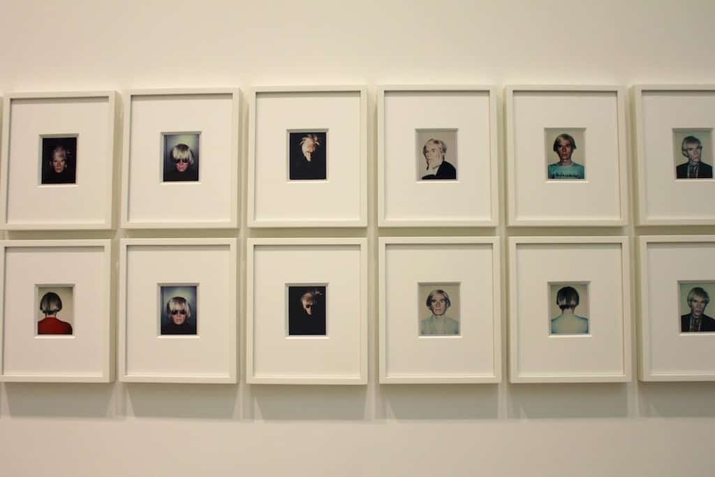 "Vorläufer des Selfies: Andy Warhols Self-Portraits mit krassem ""out-of-bed-look"""