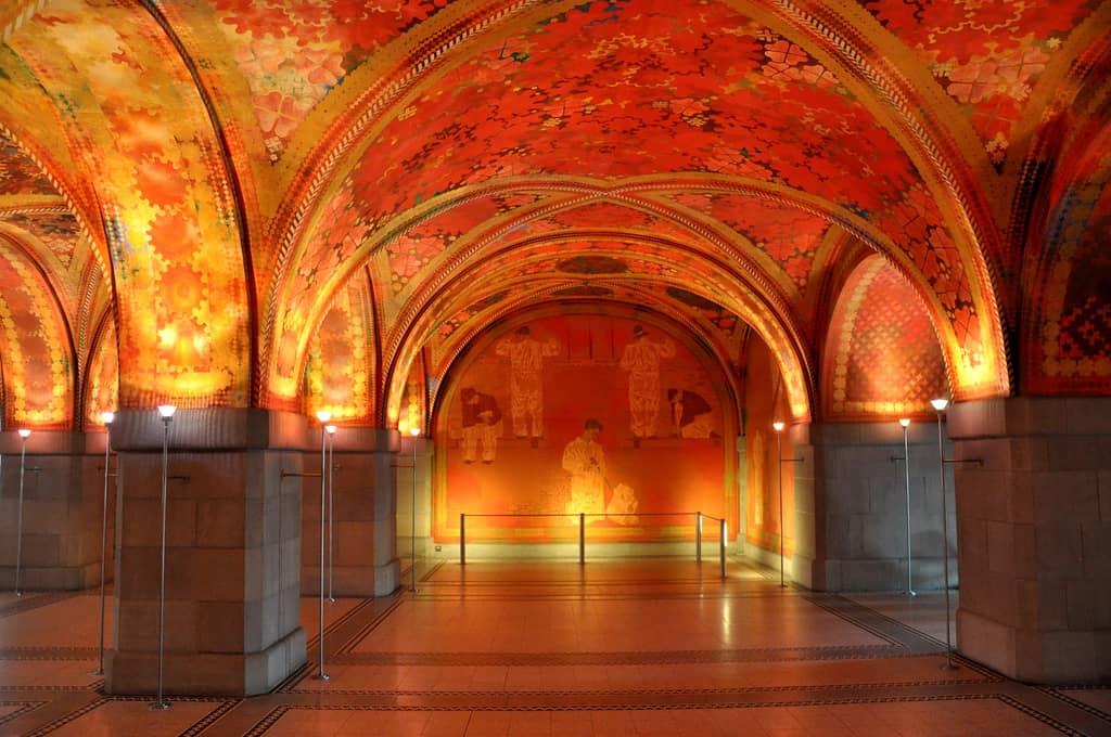 Spektakulär: Polizeirevier mit Giacometti Eingangshalle