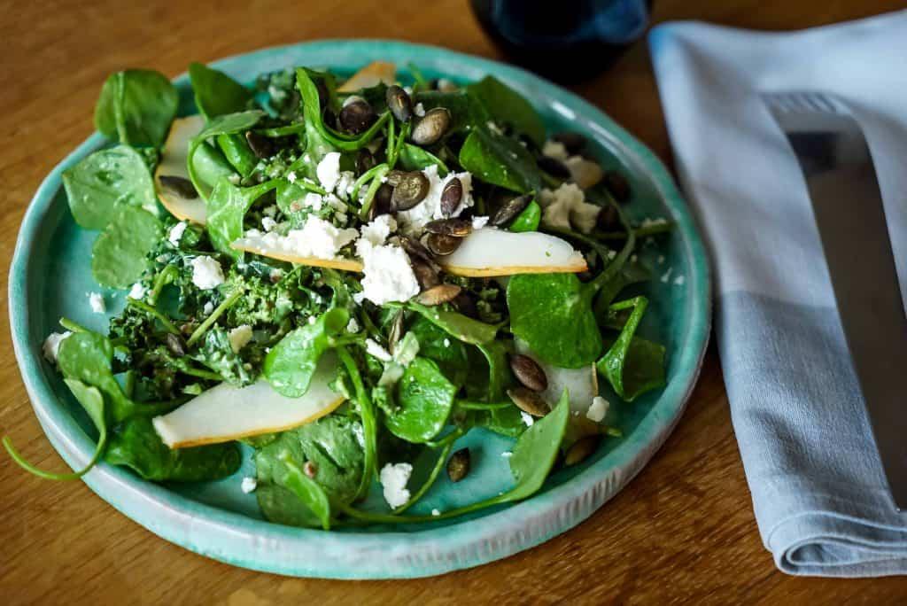 Herbstlicher Grünkohl Salat & Birne