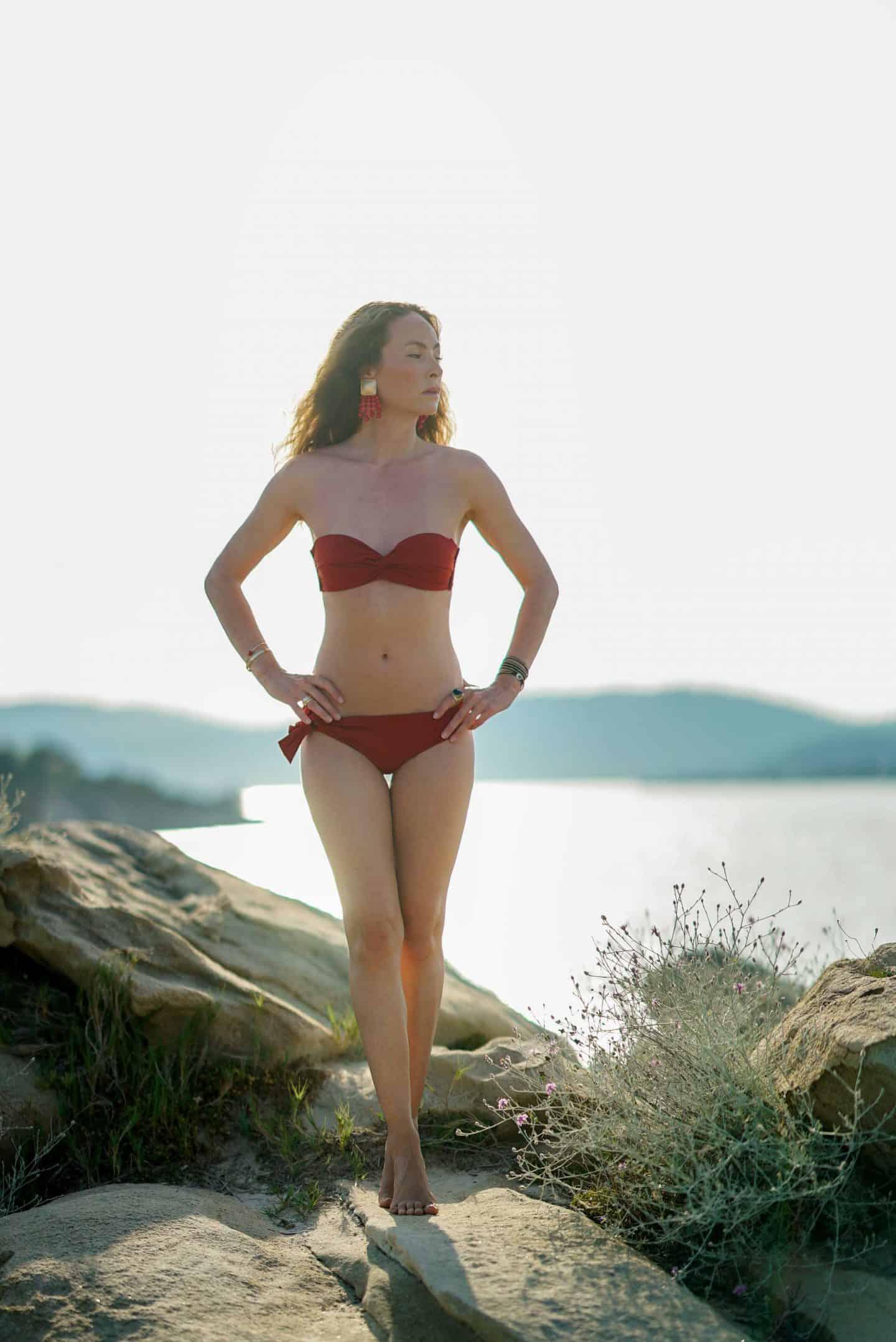 40+ Bloggerin Nicki Nowicki in einem Bikini von Phylyda