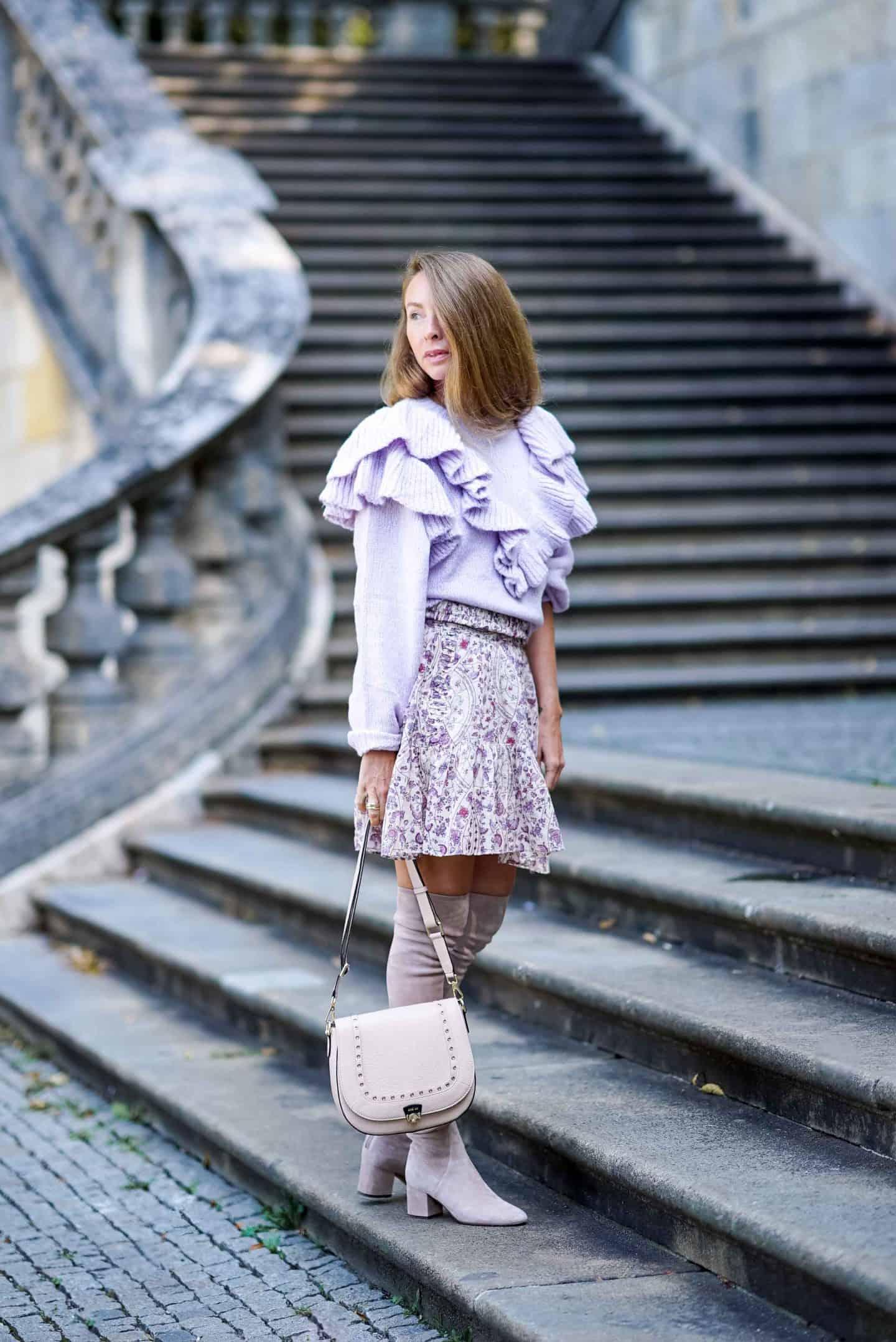Bloggerin Nicki Nowicki in einem zarten Herbstoutfit