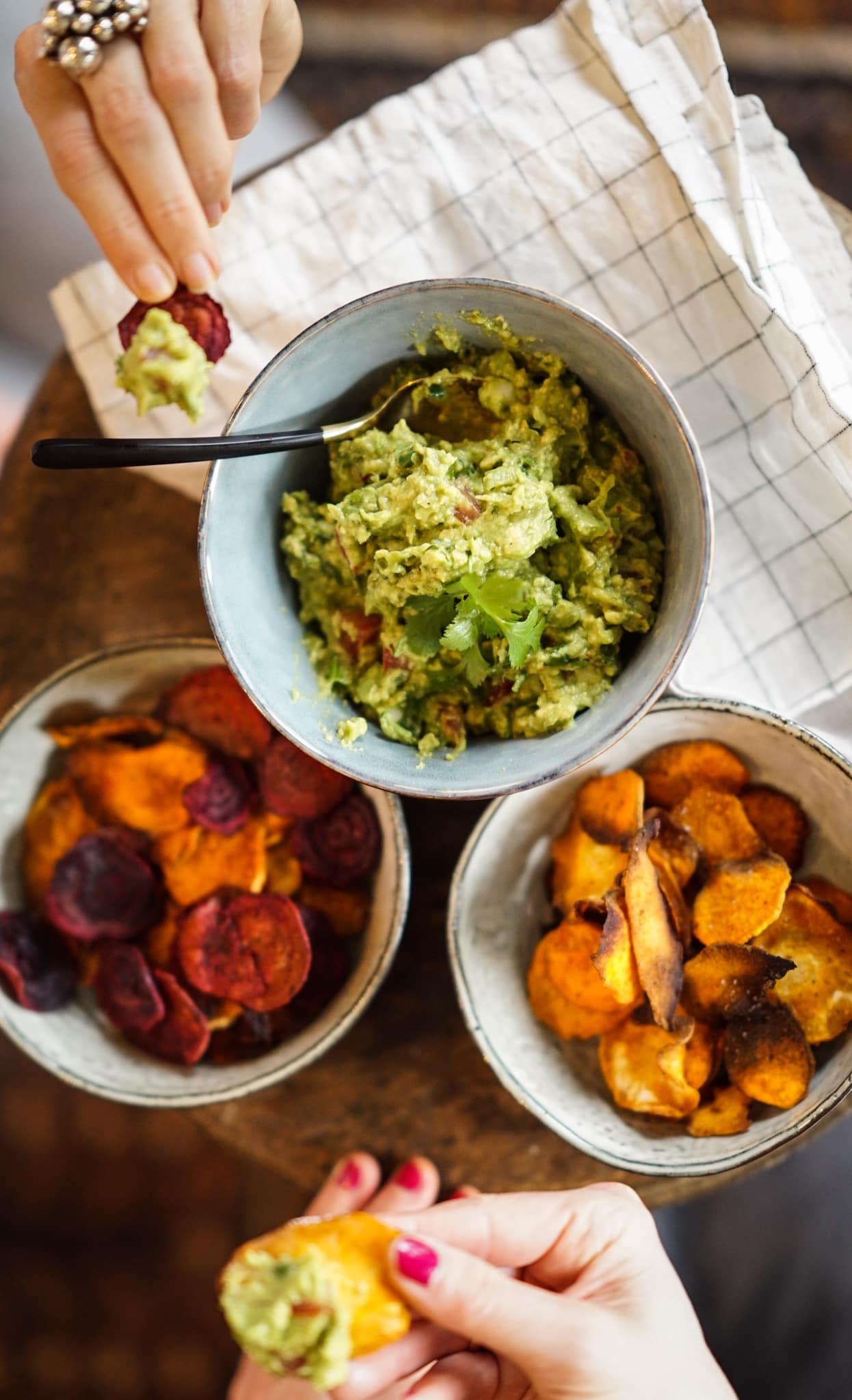 Gemüsechips & Guacamole – ein gesunder Snack